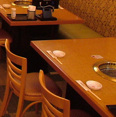 広々テーブルでゆったり。