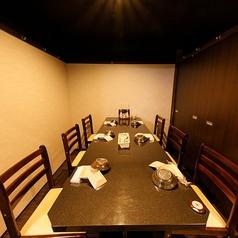 4~6名様の完全個室席となっております。ゆったり寛げるテーブル席をご用意しております。