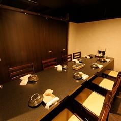 6名様~8名様の完全個室席となっております。人数に合わせた個室席をご用意しております。