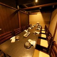 6名様~10名様の個室席となっております。人数に合わせてレイアウト変更可能となっております。各種宴会にご利用下さい。