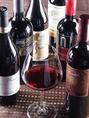 赤ワインは全て、グラスorボトル両方で御愉しみ頂けます。窒素ガスを使用するワインサーバがそれを可能に致します。