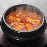 カフェなのに本場の韓国料理が楽しめる◎