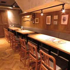 1階奥のテーブル席は、最大26名様まで◎地下のお部屋は15名~貸切可能!最大26名様までOK!