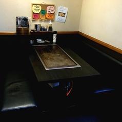 6名様の少し大きめのテーブルなので補助椅子等で7・8名でも対応可、やっぱり、一つのテーブルにまとまりたい方はオススメ!!(^ν^)熱々でこだわりのある本場大阪の味をお楽しみください!
