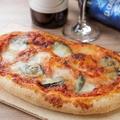 料理メニュー写真フレッシュトマトと水牛モッツァレラのマルゲリータ