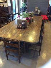 大きなカウンターテーブル!1名様でも大勢でも対応できます。
