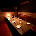 木の温もり溢れる個室空間♪間接照明の温もりを基調とした個室がゆったりとリラックスできる空間を提供いたします。お食事はもちろん、飲み会や宴会、女子会などにも是非ご利用ください。