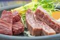料理メニュー写真国産ヘレ&黒毛和牛サーロインステーキ (あわせて130g)