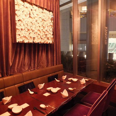 夜景が見える完全個室もあります。会食や接待にも◎