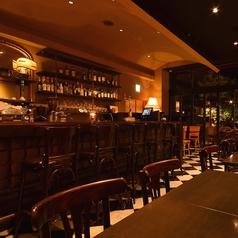 店内はゆったり非日常空間。静かな隠れ家カフェで、お酒と自慢の料理とのマリアージュをご堪能ください。
