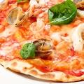 料理メニュー写真魚介類のピッツァ