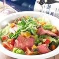 料理メニュー写真ローストビーフの彩りサラダ