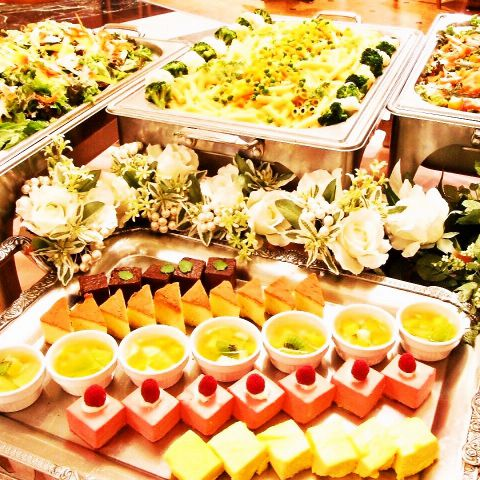 立食形式のビュッフェスタイルでもご用意できます!季節の新鮮野菜を主役に、厳選素材を使ったシェフ特製の本格フレンチは素材・味と彩りに溢れる絶品ばかり♪最大人数100名様まで貸切可能です!結婚式2次会、各種パーティなどご利用ください♪【2.5H飲放付5000円・6000円・7000円の3種類!】