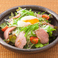 ローストビーフと温玉のサラダ