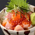 料理メニュー写真漁師のまかない海鮮丼 ~いくらのせ~