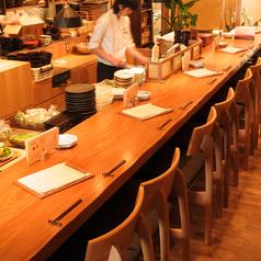 【カウンター1名様×8】カウンター席ではお一人様でもゆっくりとお食事をお楽しみ頂けます♪もちろんデートにも最適!!ぜひご利用ください。