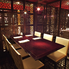 【会社宴会・お集まりにオススメ】個室感のあるテーブル席もご用意しております。