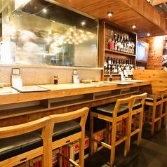 【飯田橋駅徒歩1分!地下に広がるオシャレな個室空間】1名からOKのカウンター席は気軽にご利用いただけます。会社帰りの一杯やデートのご利用にもぴったりです。地下1階にあるのは、静かで洗練された上品な個室空間。普通の居酒屋では体験できない二面性が魅力です♪