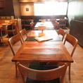 【テーブル5名様席×2】広々としたテーブル席はご家族連れにもピッタリ!ゆったりとおくつろぎいただけます。