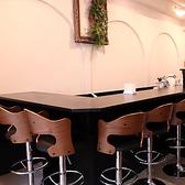カウンター席は、女性お一人様でも気軽にお食事できるお席です☆シェフが調理している姿も、目の前で見ることができる特等席でもあります!!女性人気のヘルシーお肉料理もご用意しております♪女子会/記念日/デート/宴会/貸切/ワイン/野菜/肉/銀座