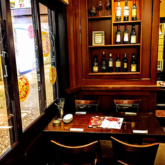 気分は本場スペインバル!低価格のタパスが人気!生ビール、ワイン、焼酎、ウィスキーなど、お好みに合わせて楽しめます。ご要望に合わせて、お席のレイアウト変更も可能です。少人数の飲み会から大人数、立食パーティーまで様々なシーンに対応します。カウンター席、テーブル席をご用意しております。お待ちしております