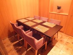 最大6名様までお使いいただける個室は全3部屋。ビジネス利用から記念日まで様々なシーンに対応可能です