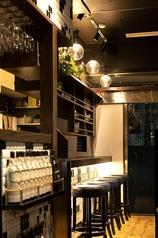 店内にはカウンター席もございます!名古屋駅や伏見駅でお仕事終わりのサク飲みや、本格フレッシュチーズや豊富なワインを味わうお洒落なデートにもおすすめです♪もちろんお一人様も大歓迎!気軽にご来店ください♪