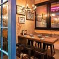 落ち着いた雰囲気♪シンプルなデザインのカフェ空間!