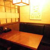 4名掛けの個室テーブルもご用意。プライベート利用のお客様にもご好評いただいております。