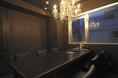 シャンデリアが輝く6名様から8名様までご利用できる完全個室席。