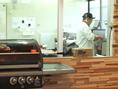 お肉は専用の調理場でお好みの大きさにカットします。