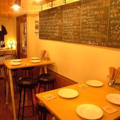 テーブル席は2卓ご用意!!椅子のレイアウトなどご相談乗ります!!