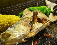 旬の魚や自社農園の野菜を炭火焼きで!
