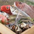 市場より仕入れる新鮮な魚や、ご当地由比産桜海老、下関産ふぐのから揚げ、高知のかつおの藁あぶり、福井産鯖のへしこ、大分の関の鯖開き干しなど海鮮料理を楽しめます。