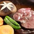 料理メニュー写真【牛タンの陶板焼】当店の名物【陶板焼】