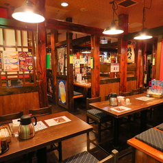 【テーブル:4名席(5卓)】長年、地元武蔵小杉で地域密着型で長年やってきた居酒屋なので、ご家族・カップル・友人同士の飲み会などにおススメです。隣どおしのお席や前後のお席をくっつけて団体利用可能のテーブル席です。混雑時は2時間制となります。ご了承ください。