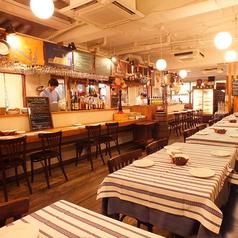 2名~6名様向けのテーブル席。ご来店人数に合わせてレイアウトも変更可能です。