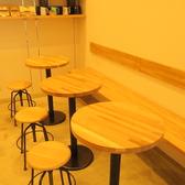 店内のテーブル席で美味しいコーヒーをお楽しみください♪