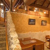 本物の琉球石灰岩や砂を使用しています。