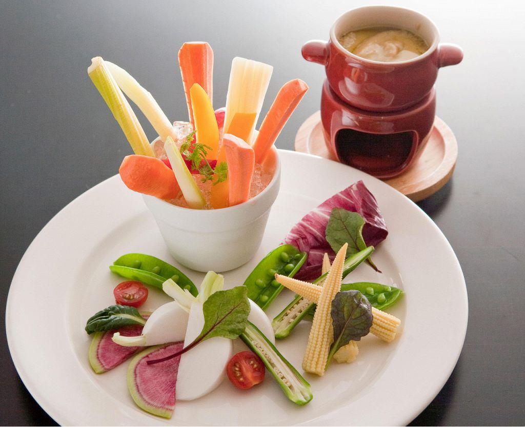 鮮度抜群の新鮮野菜だけを使った【大地のバーニャカウダ】924円