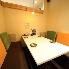 4名様の個室テーブル席です。同タイプが2部屋ございます。
