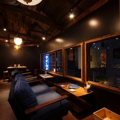 京都の景色を眺めながら、ソファ席でゆったりと。