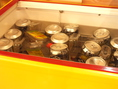 ドリンクは専用のボックスにご用意しております。瓶類390円、ビール290円、。その他190円