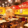 開放的な空間でお食事をお楽しみください。