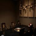 背もたれに『蜀漢』と刻まれたオリジナルの椅子。6名個室で会食や少人数でのお食事に最適です!