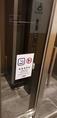 店内での喫煙は禁止ですが、すぐとなりにソラリアステージ館内の喫煙所がございます。