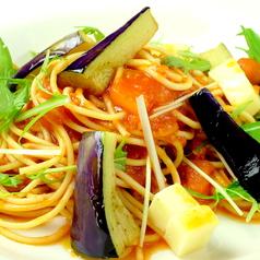 料理メニュー写真前菜3品、スモールサラダ、本日のパスタ、ブレッド、プチデザート