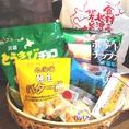 北海道のお菓子詰め合わせです!単品で買うよりも20%もお得な1,000円(税込)で販売しております♪本日の主役へのプレゼントに、会社の仲間との休憩時間のお菓子に北海道のお土産いかがですか?