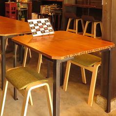 2名様用のテーブル席は1卓ご用意しております。4名様用のテーブル席と繋げてご利用頂ければ6名様からの人数にも対応可能です。お気軽にお問合せください。