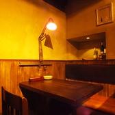 間接照明が素敵なテーブル席はデートや女子会にぴったり!